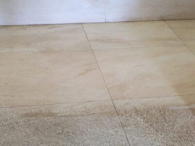 Tratamiento de suelos: Suelo de gres porcelánico rugoso